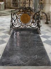 Tombe de Bossuet.jpg