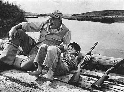 Ernest_Hemingway_and_son,_Sun_Valley,_Idaho,1941_robert_capa.jpg