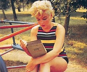 Marilyn lisant Ulysse.jpg